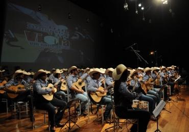 Orquestra com mais de 50 violeiros faz show gratuito em Uberlândia