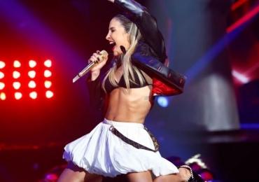 Claudia Leitte canta clássico do Led Zepelin na final do The Voice Brasil e vira piada na web