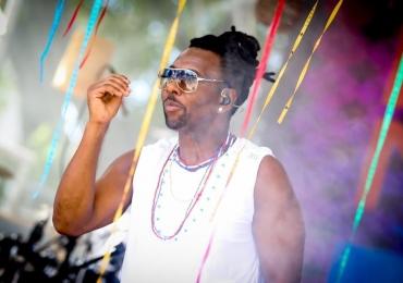 Beto Jamaica do 'É o Tchan' faz show em Goiânia com entrada gratuita