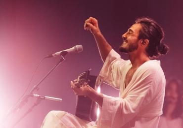 Tiago Iorc anuncia turnê de retorno aos palcos e tem show marcado em Goiânia