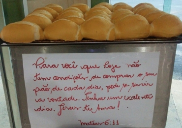 Padaria oferece pães de graça para pessoas necessitadas e viraliza na web