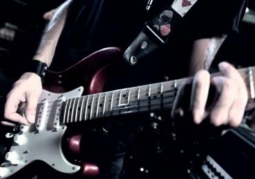Covers de grandes nomes do Rock agitam noite em Uberlândia