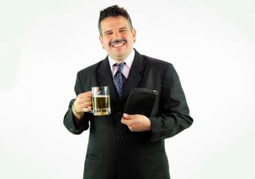 Humorista Apóstolo Arnaldo apresenta peça 'Sessão de Descarrego' pela  1ª vez em Goiânia