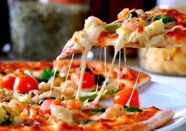 Pizzarias são alvo de fiscalização do Procon por cobrança abusiva em Goiânia