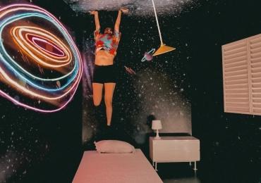 Exposição gratuita cria ambientes para tirar fotos divertidas para o Instagram em Goiânia