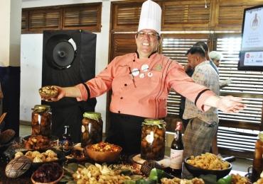 Evento gastronômico reúne chefs de cozinha e promete muita comida raiz em Pirenópolis O 'III Vivência de Cozinha Raiz e Suas Tradições' é promovido pelo chef Gilmar Borges