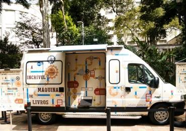 Goiânia recebe máquina que transforma livros lidos em outros pra levar pra casa