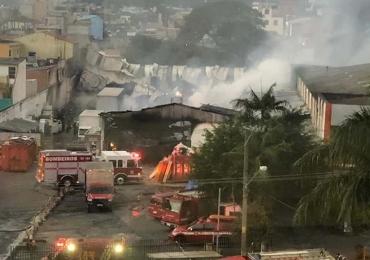 Incêndio atinge depósito de instituição de caridade na Zona Leste de SP