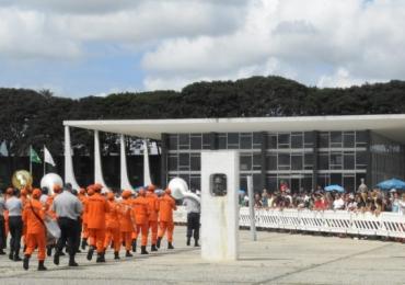 Troca da Bandeira marca início das comemorações dos 60 anos de Brasília