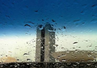 Meteorologia tem previsão de chuva para todo o final de semana em Brasília