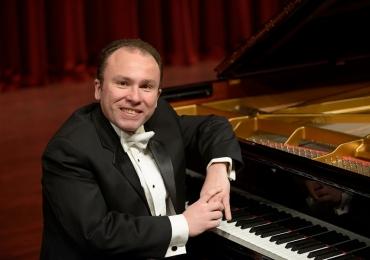 Pianista referência internacional na música se apresenta gratuitamente em Brasília