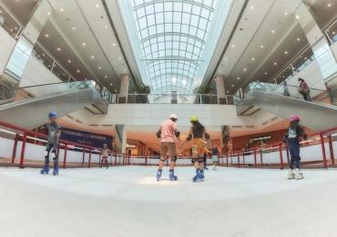 Pista de patinação no gelo é opção nova de lazer no fim de ano em Goiânia
