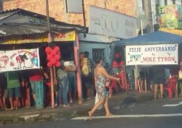 Aniversário para pinscher chamado 'Mike Tyson' fecha rua em Manaus