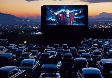 Goiânia recebe sessões de cinema drive-in ao ar livre