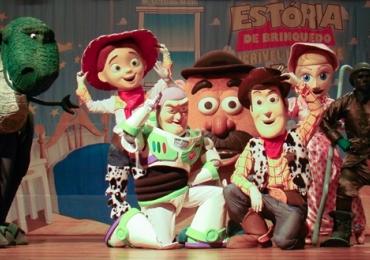 Espetáculo baseado em Toy Story, da Disney, é apresentado para as crianças em Brasília