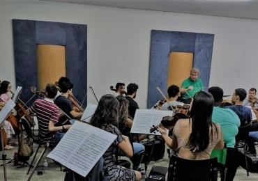 Orquestra Sinfônica Jovem de Goiás recebe maestro alemão Gottfried Engels nesta quinta-feira
