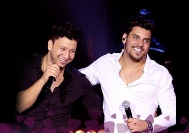Com direito a open bar, Cleber e Cauan trazem o show 'Resenha' para Goiânia