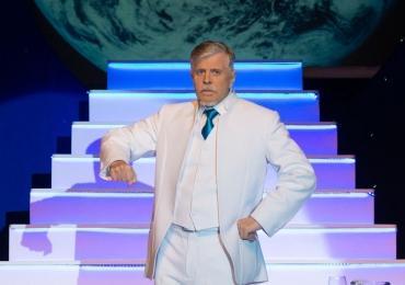 Miguel Falabella apresenta comédia da Broadway em Goiânia e Anápolis