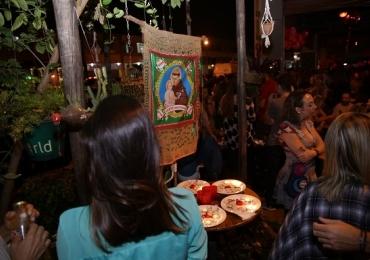 Bar em Brasília promove noite especial para solteiros no Dia dos Namorados