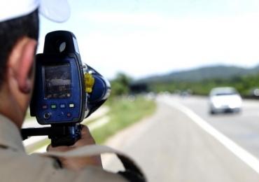 Bolsonaro determina a suspensão do uso de radares móveis
