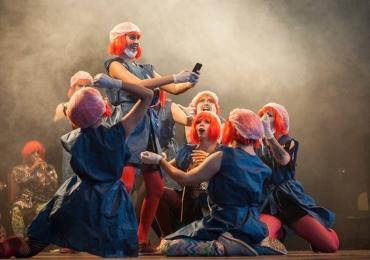 Teatro Bar em Brasília apresenta comédia musical inspirada em livro de Rita Lee