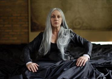 Aclamada atriz Lu Grimaldi chega em Goiânia com o premiado espetáculo Palavra de Rainha