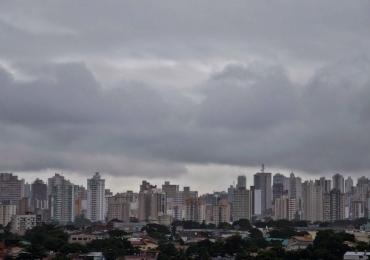 Frente fria deixa céu nublado e clima mais 'agradável' nesta semana em Goiânia