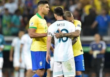 Jogamos melhor que o Brasil e fomos prejudicados pelo juiz, reclamam argentinos na internet
