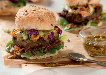 Hambúrguer de berinjela é gostoso e ainda ajuda emagrecer (Receita)