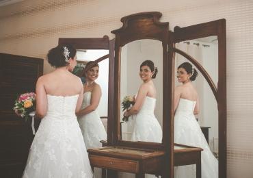 Mulheres fazem cerimônia para casar consigo mesmas em Uberlândia