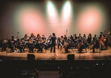 Orquestra Juvenil da UnB se apresenta com a harpista austríaca Edith Gasteiger em concerto gratuito em Brasília