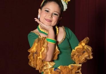 Menina de Brasília com deficiência vence concurso de Miss Universo Infantil