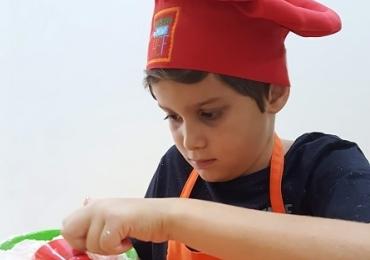 Gastronomia infantil: aulas em Brasília ensinam crianças a fazer receitas variadas