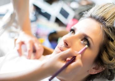 Shopping homenageia o Dia da Mulher com serviços gratuitos de maquiagem profissional, esmaltação de unhas e design de sobrancelhas
