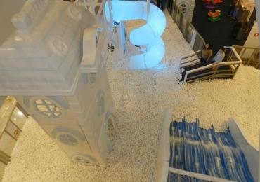 Uberlândia recebeCircuito Magic Snow com piscina de bolinhas gigante e infláveis radicais Atração fica em shopping da cidadeaté o dia 1º de março