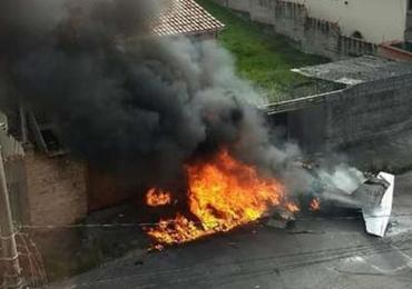 URGENTE! Avião cai no Bairro Caiçara, em Belo Horizonte