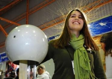 Feira de ciências em Brasília tem entrada gratuita e 30 experimentos para o público interagir e aprender