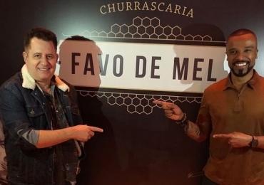 No Instagram, Marrone posta foto de Churrascaria Favo de Mel em Uberlândia:  'já está quase pronta'