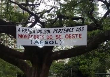 Faixa colocada na Praça do Sol causa polêmica em Goiânia