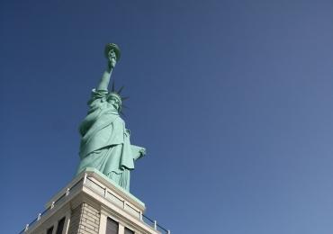 Candidato à presidência da República promete derrubar estátuas das lojas Havan; veja o vídeo