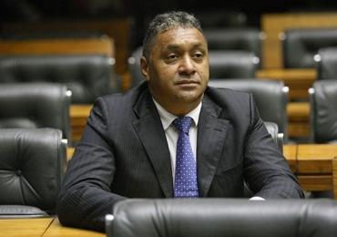Tiririca renuncia mandato de deputado federal e se diz decepcionado