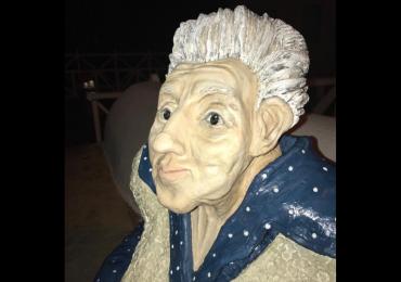 Nova estátua de Cora Coralina na Cidade de Goiás gera polêmica