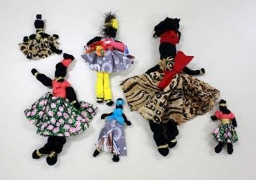 Oficina gratuita de bonecas Abayomi tem inscrições abertas em Uberlândia