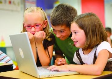 Curso de férias em Brasília ensina crianças a criarem vídeos para o YouTube