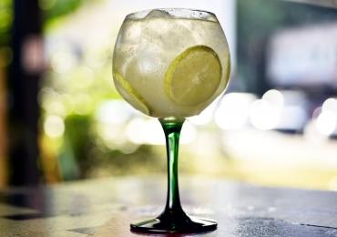Restaurante descolado de Brasília oferece drinques com gin a partir de R$10