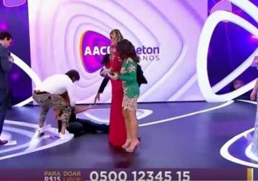Patrícia Abravanel cai ao vivo no Teleton e reação de Eliana chama atenção dos internautas
