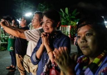 Mais dois garotos são resgatados em operação em caverna na Tailândia; faltam 6 e o treinador