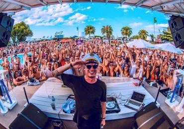 DJ Gabriel Boni faz show na inauguração de balada interativa em Goiânia