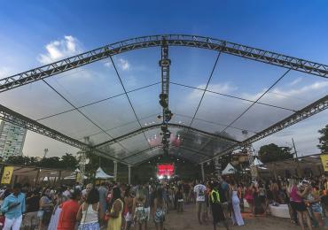 Temporada 2018 do projeto 'Deu Praia' é aberta com show em Goiânia