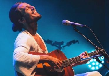 Música 'Desconstrução' de Tiago Iorc faz crítica para as relações modernas das redes sociais